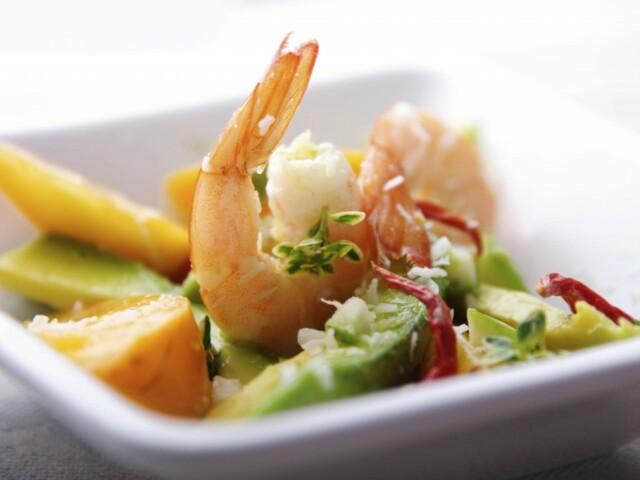 Салат с креветками и авокадо