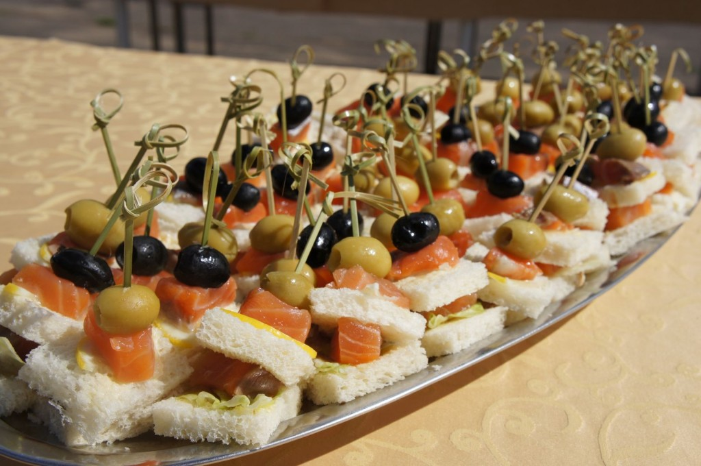 canape-with-red-fish-big