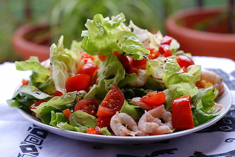 salad-with-shrimp-and-tomatoes