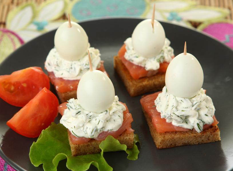 sandwiches-with-quail-eggs