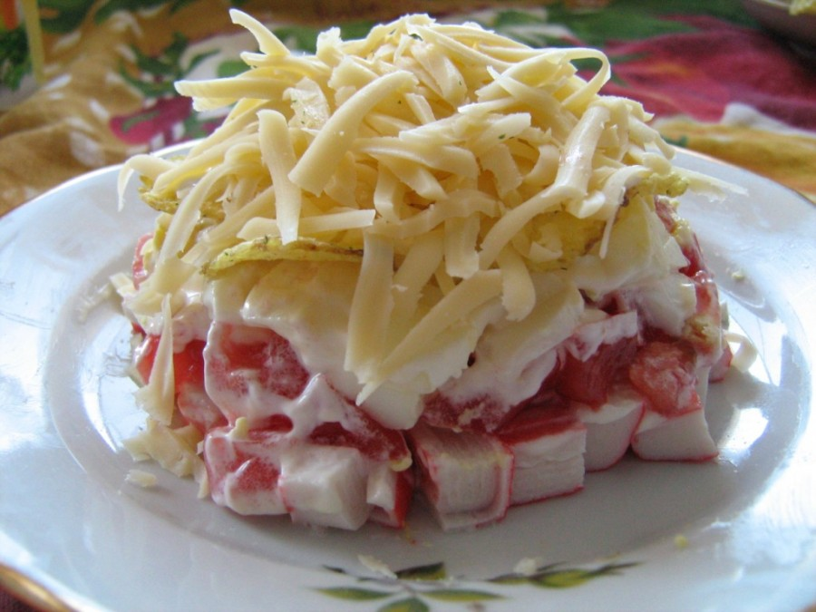 salad-with-crab-sticks-and-tomatoes